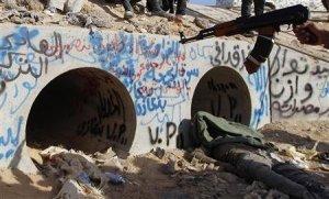 L'égout de rats puant de refuge de Kadhafi