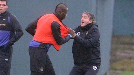 Balotelli contre son entraîneur Mancini