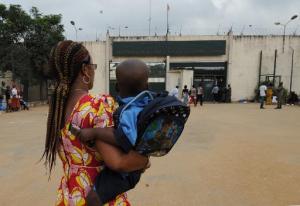 Côte d'Ivoire: Emmanuel, 2 ans et demi, sort de prison pour sa première rentrée Côte d'Ivoire: Emmanuel, 2 ans et demi, sort de prison pour sa première rentrée © AFP