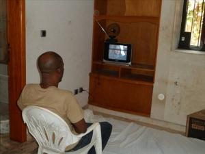 Blé Goudé bénéficierait d'une télévision dans son lieu de détention. © DR