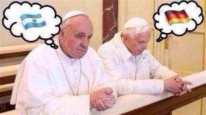 Pape François et pape Ratzinger