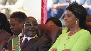 Robert et Grace Mugabe assistent à Harare, le 12 août 2014, à un rassemblement à l'occasion de la journée dédiée aux forces armées.Reuters/Philimon Bulawayo