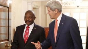 John Kerry, secrétaire d'Etat américain, avec Pierre Nkurunziza, président du Burundi, ce lundi 4 août à Washington.REUTERS/Yuri Gripas
