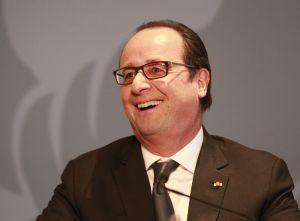 François Hollande dans un fou rire éclatant!