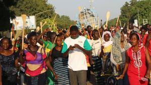 Manifestation de femmes à la veille d'une journée de désobéissance civile déclarée par l'opposition au projet de modification de la Constitution, à Ouagadougou, Burkina Faso.AFP PHO/ ROMARIC HIEN