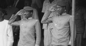 Thomas Sankara (g), le chef de l'État burkinabé, et Blaise Compaoré (d), ministre d'État, le 4 août 1987 à Bobo Dioulasso. © Manouche/Archives Jeune Afrique