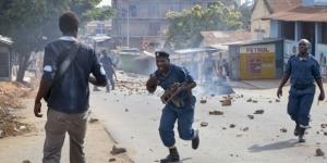 Heurts entre manifestants et policiers, le 10 juin 2015 à Buyenzi , dans la banlieue de Bujumbura. © Gildas Ngingo/AP/SIPA