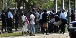 Des activistes sont arrêtés en mars 2015 à Luanda, Angola. © Estelle Maussion/AFP