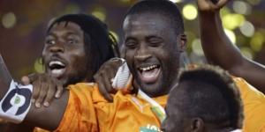 Yaya Touré (c.) et ses coéquipiers fêtent la victoire à la CAN 2015, le 8 février à Malabo, en Guinée équatoriale. © Themba Hadebe/AP/SIPA