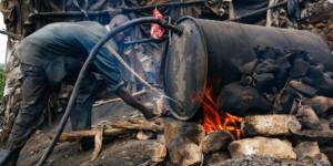 En 2014, au moins 80 personnes ont été tuées par de l'alcool frelaté au Kenya. © AFP