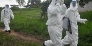 Travailleurs de la santé soignant des malades atteints du virus Ebola au Liberia, juin 2015. © Abbas Dulleh/AP/SIPA