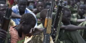 Opération de désarmement d'enfants-soldats dans la région du Pibor, au Soudan du Sud, le 10 février 2015. © Charles Lomodong/AFP