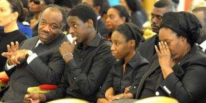 Pascaline Bongo (à d.) , Ali Bongo (à g.) lors des obsèques de leur père Omar Bongo, en 2009. © AFP