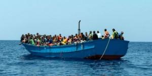 Des migrants arrivants en Italie, août 2015. © Gabriele Francois Casini/AP/SIPA