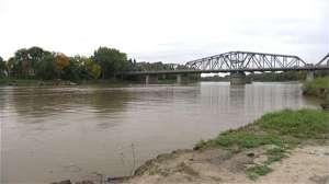 © Radio-Canada ICI Radio-Canada Arrivé à la nage par la rivière Rouge, un Somalien demande le statut de réfugié au Canada