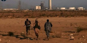 Capture d'écran d'une vidéo, identifiée par l'agence SITE Intelligence Group le 9 juin 2015, qui montrerait des combattants du groupe EI à Syrte, en Libye. © AFP