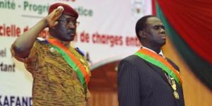 Isaac Zida et Michel Kafando à Ouagadougou le 21 novembre 2014. © Sia Kambou/AFP