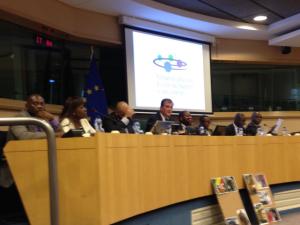 —Louis Aliot et des congolais présidant la conférence (11 novembre au parlement européen-Bruxelles