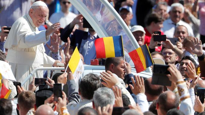Pope Francis visits Romania